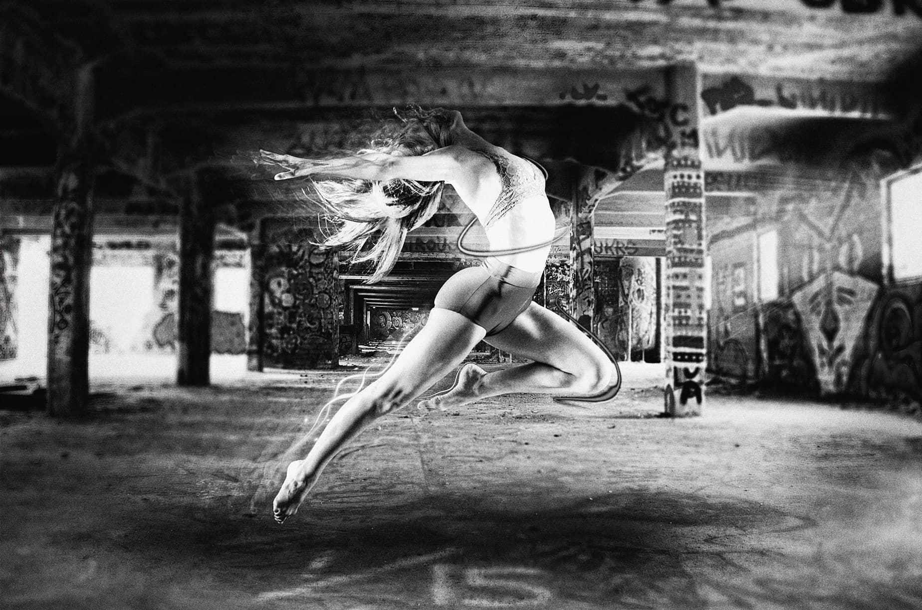 Création Photoshop Alors on danse en noir et blanc de Mickaël Petit